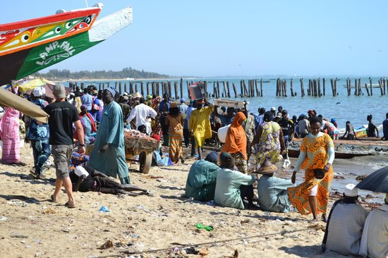 Desembarco de barcas de pescadores en Mbour (Javier, del Hostal ...